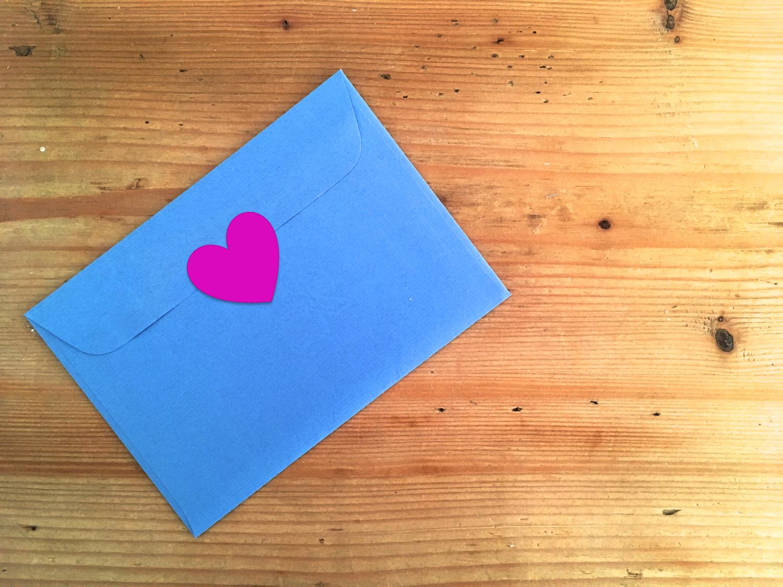Liebesbotschaften werden immer öfter online verschickt.
